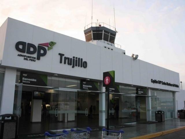 Capitán FAP Carlos Martínez de Pinillos