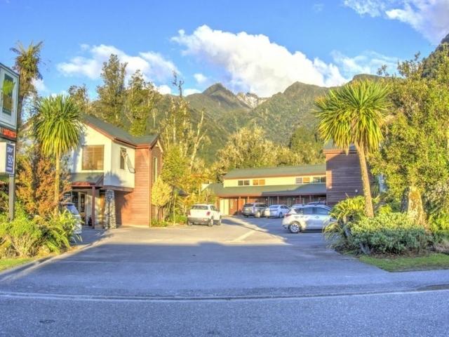 Hotel Punga Grove Motel & Suites
