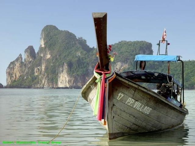 Barca en la isla de Phi Phi