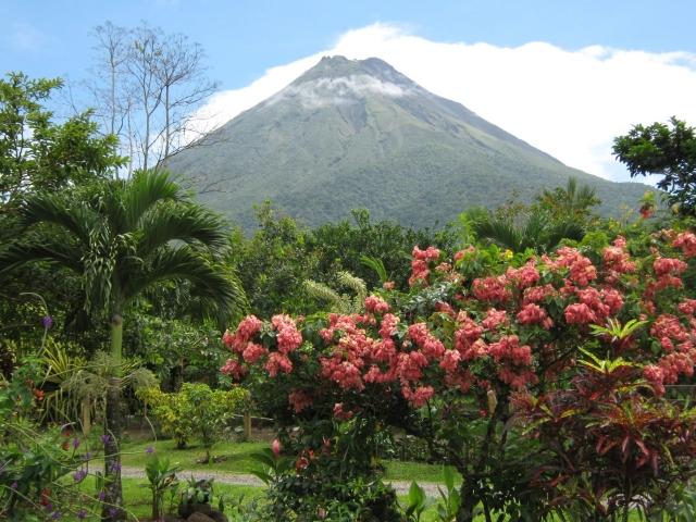 Parque Nacional Volcan Arenal - Paisaje con volcan