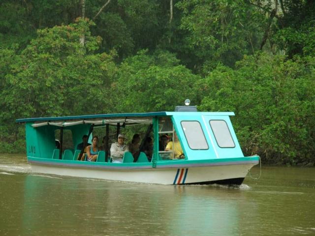 Ruta por el rio en barca