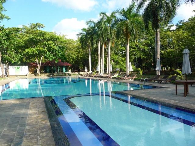 piscina hotel Cinnamon