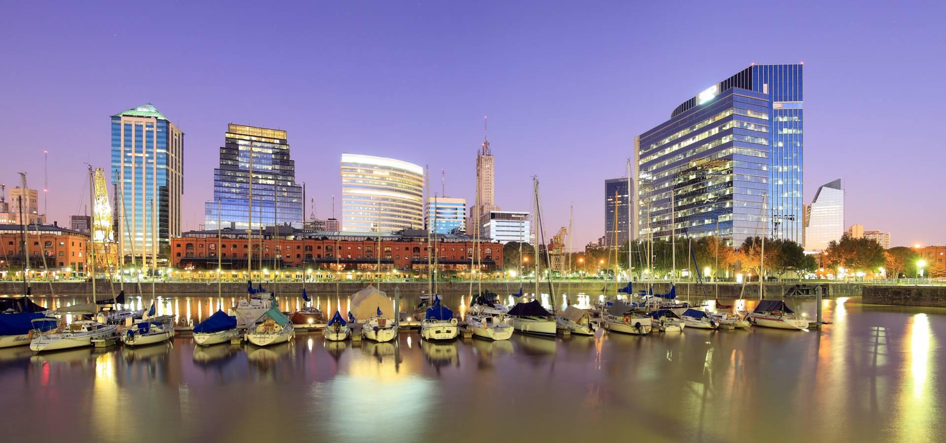 Puerto ilumindao Buenos Aires